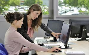 Требуется сотрудник с опытом работы в рекламе